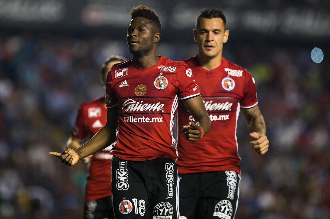 Los Xolos liquidaron a los Gallos en el Estadio Corregidora 20170412_331...