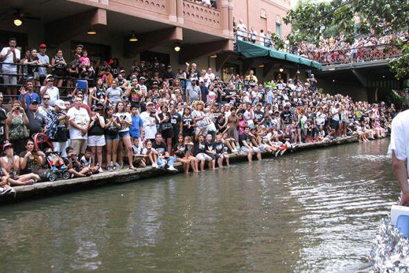 Photos: Spurs Championship Parade 2014 Barges