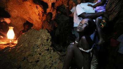 En fotos: Así encontraron a decenas de familias hambrientas en una cueva de Haití