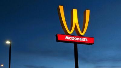 McDonald's modifica los arcos de su icónico logo como homenaje a las mujeres en su día