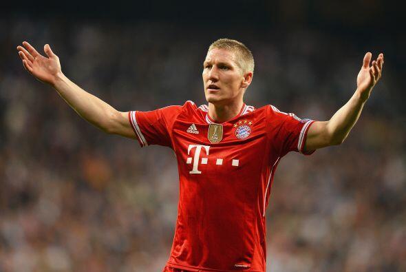 Schweinsteiger (3): Por momentos no hubo noticias de él en el terreno de...