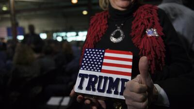 Los fieles de Trump siguen fervorosamente al presidente.