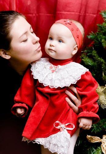 Un bonito vestido en color rojo, verde, oro, beige o blanco será la mane...