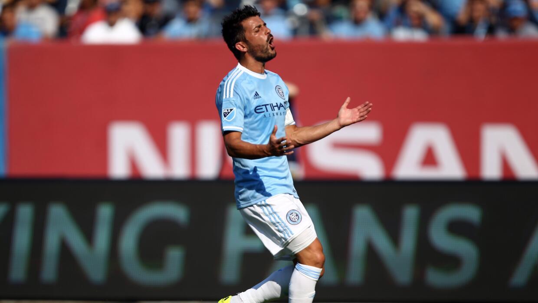 David Villa reacciona tras fallar un gol