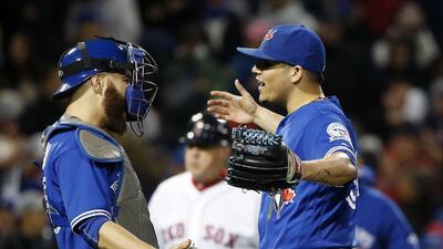 Llegada del mexicano Roberto Osuna a los Astros causa polémica