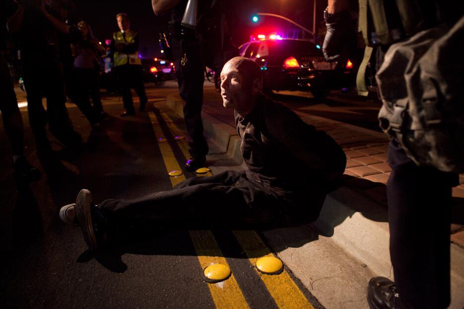 Muchos latinos fueron arrestados durante las protestas en Anaheim.