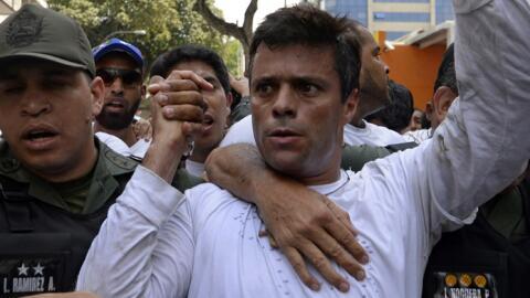 Leopoldo López el día que se entregó voluntariament...