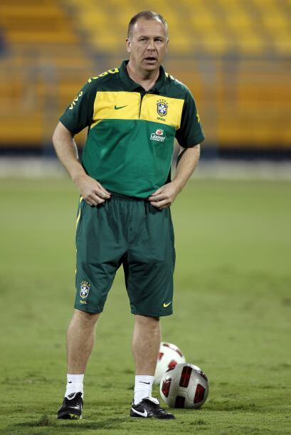 El técnico Mano Menezes toma un examen importante luego de reemplazar a...