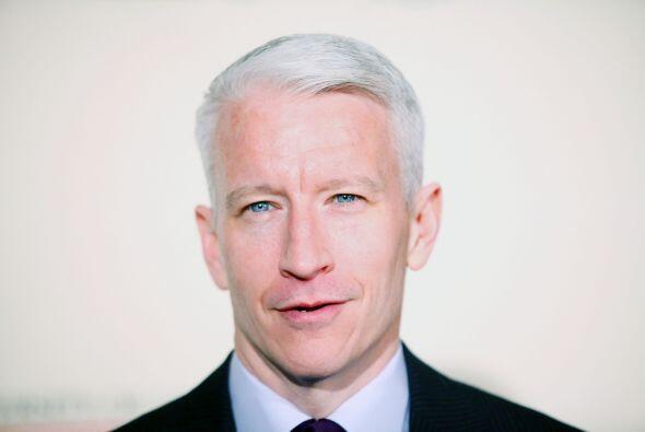 Anderson Cooper se encuentra en la quinta posición, detrás de la primera...