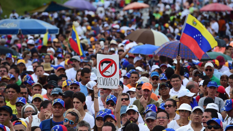 Entre los acuerdos exigidos por la oposición venezolana están la liberac...