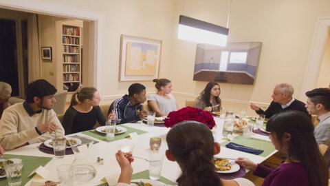 Alcalde Rahm Emanuel cenó en su casa con dreamers de Chicago