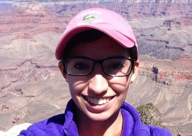 Diana Zacarías, una joven latina de 22 años de edad, origi...