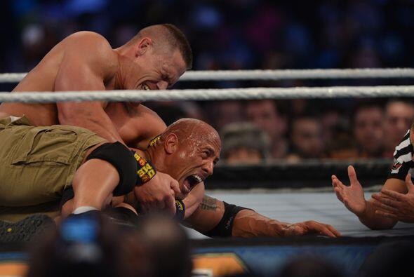 John Cena inmovilizó en repetidas ocasiones a The Rock.
