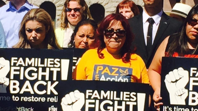 Activistas de Arizona apoyan a inmigrantes con manifestación