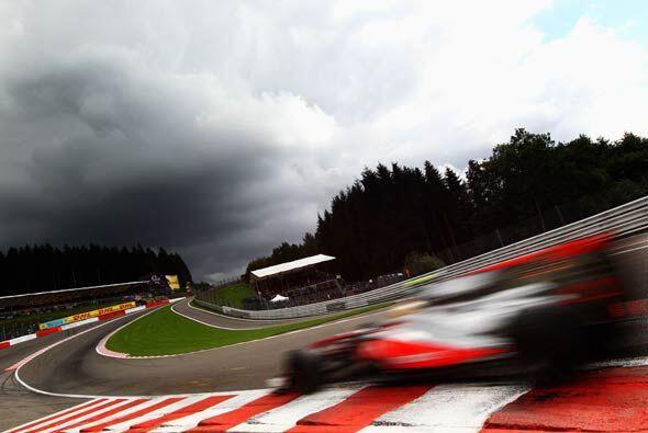 A pesar del clima, Hamilton logró mnantenerse en la punta.
