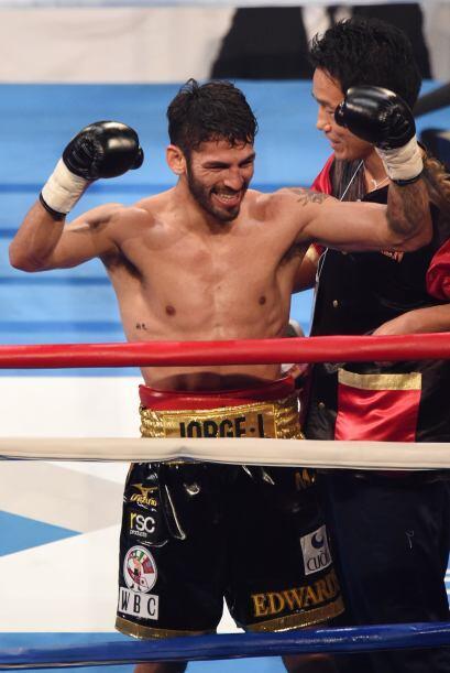 El venezolano Jorge Linares se coronó campeón ligero del CMB al noquear...