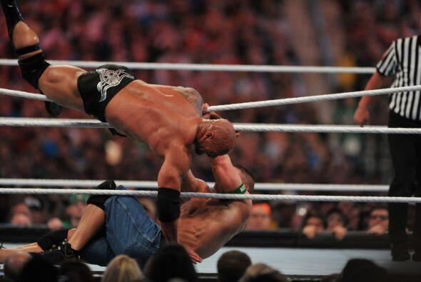 Afuera y adentro del ring el espectáculo fue tan bueno como se es...