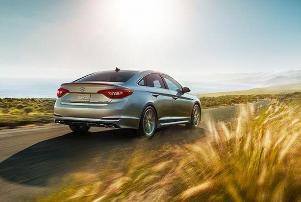 Hyundai Sonata Hybrid 2015- Precio: $26,000; Consumo (ciudad/carretera):...