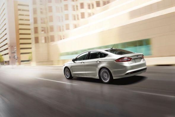 """Ford Fusion Hybrid 2015-Precio: $25,990; Consumo (ciudad/carretera): 41""""..."""