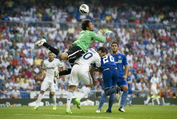 Sin embargo, el portero Diego Alves fue la figura del juego al evitar go...