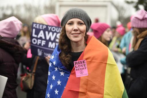 Una gran multitud rosa se toma Washington D.C. rise.jpg