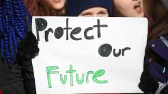"""""""Protejan nuestro futuro"""" pide este niño durante la March for..."""
