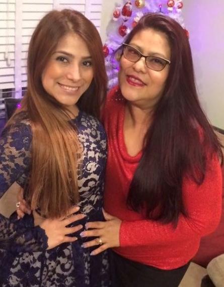 Pamela González con su mamá