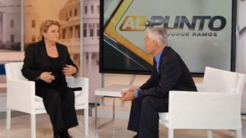 El periodista Jorge Ramos, conductor del programa Al Punto, entrevista a...