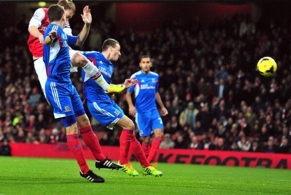 Arsenal, el líder del torneo, recibía en su cancha al Hull...