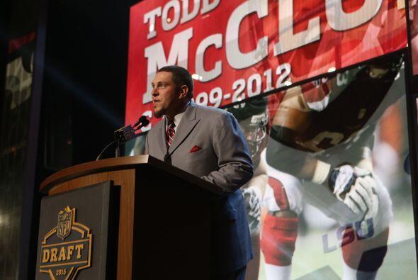 El ex centro de los Atlanta Falcons,Todd McClure, anunció la selección d...