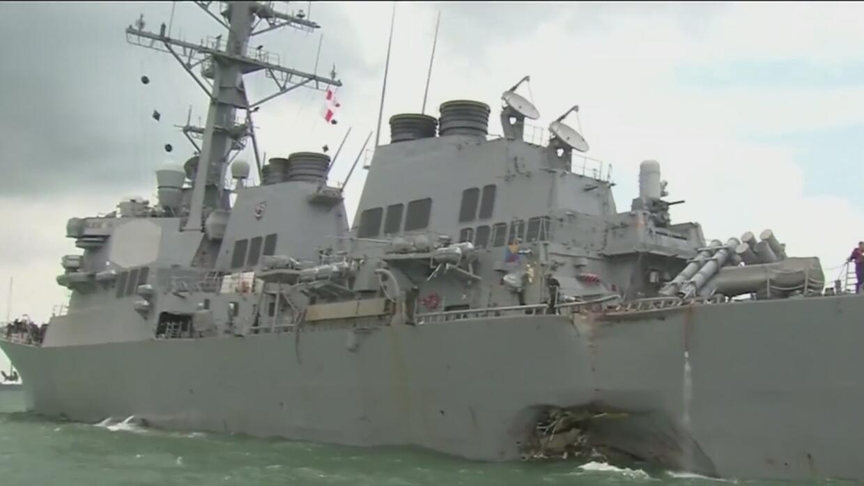 Continúa la búsqueda de 10 marinos tras choque de barco de la Armada con...