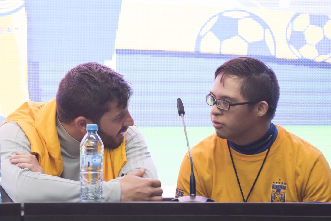 Tigres se reúne con fanáticos previo al partido contra Chivas de Guadala...