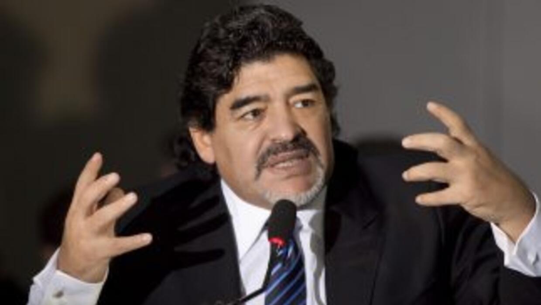 """Diego Maradona será el entrenador """"emérito"""" del humilde Deportivo Riestr..."""