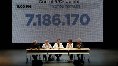 La comisión de garantes de la consulta popular venezolana, integrada por...