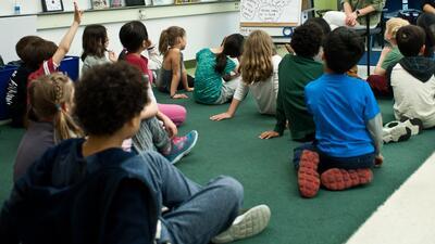 Identifican efectos negativos por el cierre de 50 escuelas públicas de Chicago en el 2013