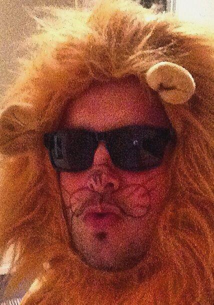 """""""El león sexy fue el furor este Halloween"""", bromeó Paul Stanley. (Nociem..."""