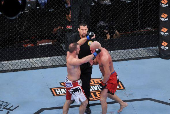 La victoria terminó siendo para Hamill por decisión unánime.