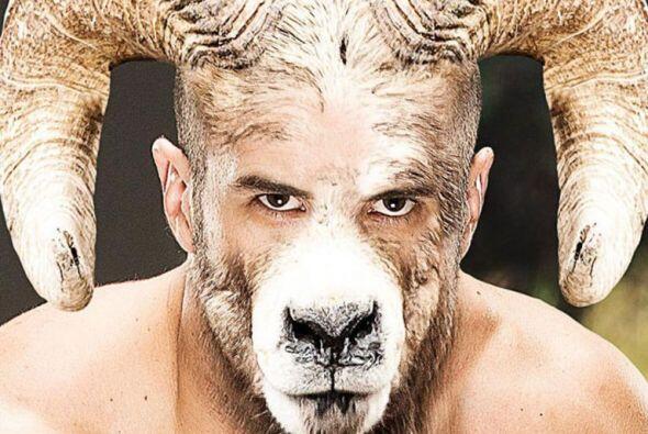 Los luchadores de la WWE así como las bellas que pelean en el ring fuero...