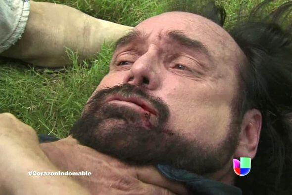 Miguel enfurece y lo golpea, está a punto de matarlo, pero José Antonio...
