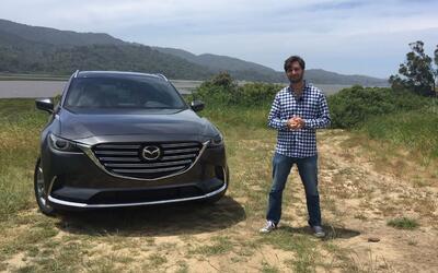 Jaime Gabaldoni junto al Mazda CX-9 2016