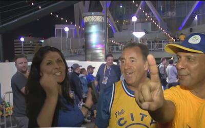 Miles festejan en grande en el Oracle Arena tras la victoria de los Gold...