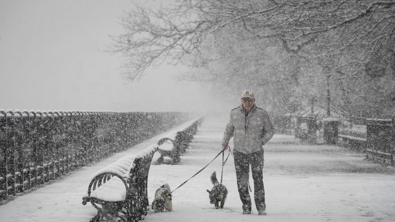 Nueva York padece su quinta tormenta de nieve en un mes, algo que no es...