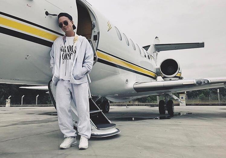 J Balvin y su avión