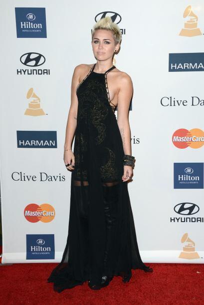 Miley Cyrus nos trae sudando la gota gorda con unos 'tops' mega descubie...