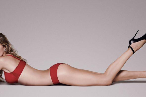 La seducción puede adoptar muchas formas y estilos, la lencería roja es...