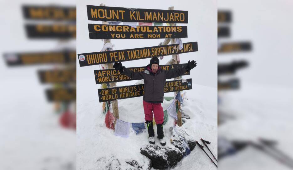 Una niña texana de 7 años se convierte en la mujer más joven en escalar...