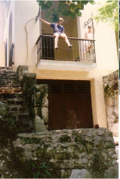 Foto al cruzar la calle frente a la casa de Rubén Martínez, con el Nro....