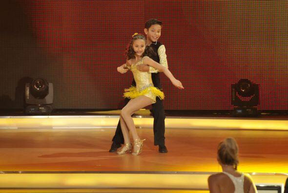 Demostraron su profesionalismo como bailadores ejecutando perfectamente...