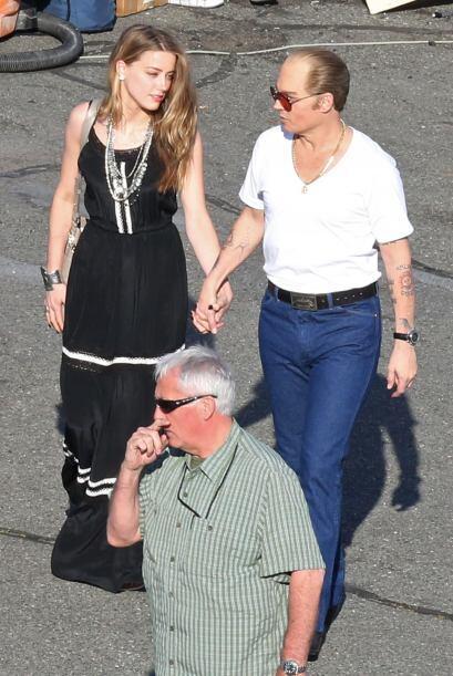 Ahora ella fue a acompañarlo mientras filmaba 'Black Mass'.