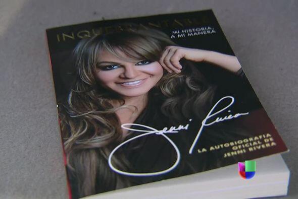 """Su libro, autobiografía """"Inquebrantable' se convirtió en un éxito de ven..."""